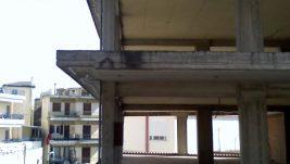 Строительство двухэтажного здания с торговымипомещениями на первом этаже